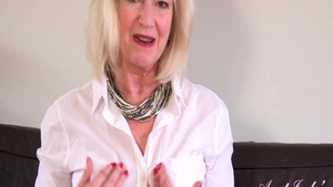 Mature Sapphire Louise need fingering in her lingerie