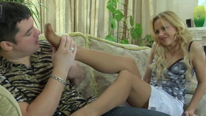 Amateur Deadra Dee needs foot licking in pantyhose in HD