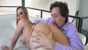 Big butt & hawt blonde Alexis Texas rough blowjob on the couch