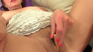 Granny enjoys fingering in HD