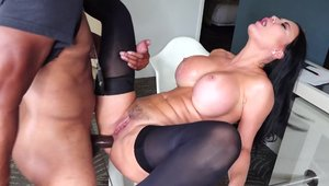 POV swallow escorted by british pawg Jasmine Jae