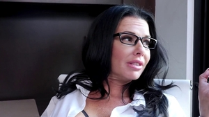 Classy cougar Veronica Avluv pussy fucking on the couch