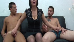 Threesome in the company of big boobs french amateur