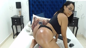Glamour latina babe pussy eating on webcam