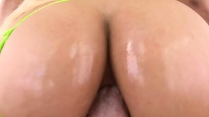 Big butt blonde babe craving fucking hard