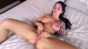 Huge tits cougar pussy fuck at casting