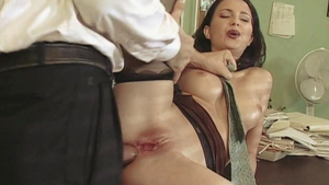 Threesome in company with very hawt secretary Michelle Wild
