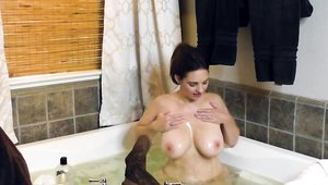 Posing in the shower next to curvy brunette Mindi Mink