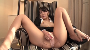 Fetish japanese playing with toys at the castings