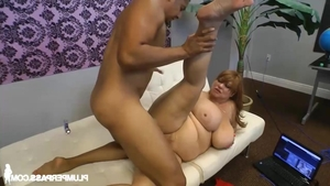 Obese brunette lusts pussy sex