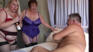 Sweet & big boobs BBW sucking cock in hotel